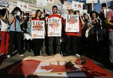 <p>Animal rights activists protest against Canada's seal hunt, in front of the Canadian embassy in Madrid March 26, 2009. REUTERS/Andrea Comas</p>