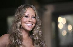 "<p>Mariah Carey smiles on the set of her music video ""Obsessed"" outside New York's Plaza Hotel in New York June 29, 2009. REUTERS/Allison Joyce</p>"