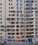 <p>Здание казарм Национальной гвардии, пострадавшее от взрыва заминированного автомобиля в испанском городе Бургос 29 июля 2009 года. Десятки прохожих были ранены при взрыве заминированного автомобиля в городе Бургосе на севере Испании, прогремевшем рано утром в среду рядом с казармами Национальной гвардии, сообщило информационное агентство Europa press. REUTERS/Felix Ordonez</p>