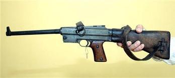 <p>Пистолет-пулемет МАСиз которого был растрелян итальянский фашистский диктатор Бенито Муссолини в музее Тираны 4 августа 2004 года.</p>
