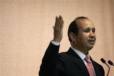 <p>Abdeslam Ahizoune, président du directoire de Maroc Telecom. Le groupe, filiale à 53% de Vivendi, annonce anticiper une marge opérationnelle de quelque 45% en 2009 ainsi qu'une progression d'environ 2% de son chiffre d'affaires. /Photo d'archives/REUTERS/Rafael Marchante</p>