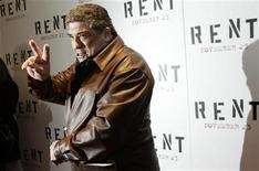 "<p>Actor Vincent Pastore gestures as he arrives for the premiere of the film ""Rent"" in New York November 17, 2005. REUTERS/Keith Bedford</p>"