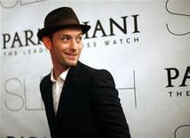 """<p>Foto de archivo: el actor Jude Law asiste a la función de preestreno de la película """"Sleuth"""" en Nueva York, oct 2 2007. REUTERS/Eric Thayer (UNITED STATES)</p>"""