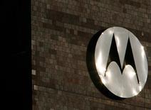 <p>A Motorola anunciou nesta quinta-feira lucro no segundo trimestre, após ter registrado prejuízo no mesmo período do ano passado. O balanço foi impulsionado por corte de despesas e vendas acima do esperado. A notícia elevava as ações da companhia em 7,6 por cento no pregão eletrônico.</p>