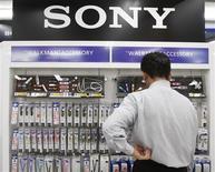 <p>A Sony divulgou prejuízo operacional de 25,7 bilhões de ienes entre abril e junho, ante lucro de 73,44 bilhões de ienes um ano antes. Analistas consultados esperavam em média prejuízo de 103,1 bilhões de ienes.</p>
