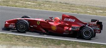 <p>Piloto da Fórmula 1 Schumacher. 31/07/2009. REUTERS/Marco Bucco</p>