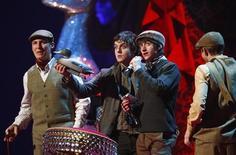 <p>Il gruppo britannico degli Arctic Monkeys. REUTERS/Alessia Pierdomenico</p>