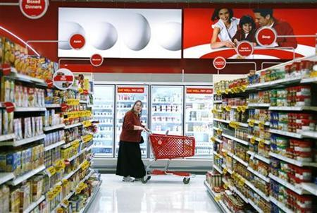 A customer shops in the food section of a Target store in Colorado February 24, 2009. REUTERS/Rick Wilking