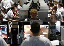 <p>Foto de arquivo de usuários no computador em uma feira em Leipzig. 31/07/2009. REUTERS/Fabrizio Bensch</p>