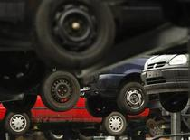 <p>Old cars are pictured on a junkyard in the western city of Herten March 26, 2009. REUTERS/Ina Fassbender (GERMANY TRANSPORT POLITICS)</p>