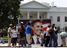 <p>La Casa Bianca ieri, in occasione del 48esimo compleanno del presidente Barack Obama. REUTERS/Jim Young</p>
