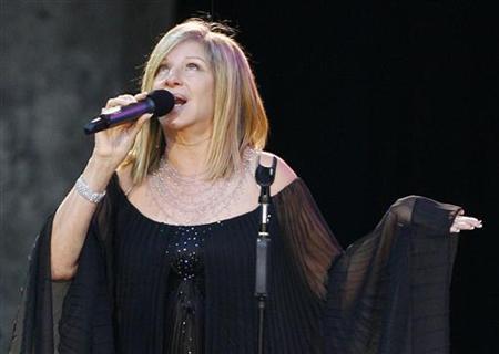 Barbra Streisand performs on the stage in Berlin June 30, 2007. REUTERS/Tobias Schwarz