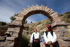 <p>Men wait for the visit of tourists at Taquile island on Lake Titicaca June 24, 2009. REUTERS/Mariana Bazo</p>