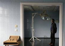 <p>Former prisoner Wolfgang Hinkeldey poses for the media in the operating room of the infirmary of the former prison of the East German Ministry for State Security (MfS), known as the Stasi, in Berlin's Hohenschoenhausen district September 12, 2008. REUTERS/Hannibal Hanschke</p>