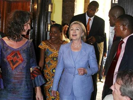 U.S. Secretary of State Hillary Clinton arrives at a town hall meeting with Congolese university students in the Democratic Republic of Congo's capital Kinshasa, August 10, 2009. REUTERS/Joe Bavier