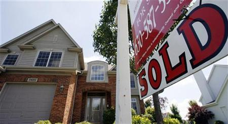 A home sits 'sold' in Geneva, Illinois, June 23, 2009 Sales of previously owned U.S. homes rose for a second straight month in May but were weaker than expected. The National Association of Realtors said sales climbed 2.4 percent last month to an annual rate of 4.77 million units. REUTERS/Jeff Haynes