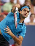 <p>Roger Federer da Suíça jogando contra o compatriota Stanislas Wawrinka em Montreal. 13/08/2009. REUTERS/Shaun Best</p>