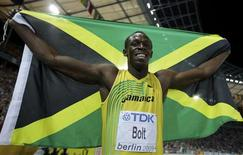 <p>Tricampeão olímpico jamaicano Usain Bolt comemora quebra de recorde dos 100 metros rasos em Berlim. 16/08/2009. REUTERS/Kai Pfaffenbach</p>