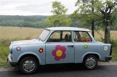 "<p>Un vecchio modello di ""Trabant"" REUTERS/Heinz-Peter Bader</p>"