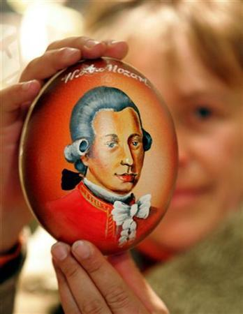An ostrich egg painted with a portrait of Wolfgang Amadeus Mozart is pictured in a gift shop in Salzburg January 27, 2006. REUTERS/Herwig Prammer