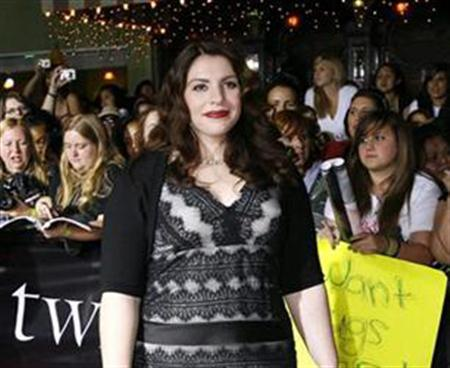 Author Stephenie Meyer poses at the premiere of the movie ''Twilight'' at the Mann Village and Bruin theatres in Westwood, California, November 17, 2008. REUTERS/Mario Anzuoni