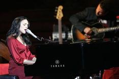 <p>Norah Jones performs during a concert at Palau de la Musica in Barcelona, July 20, 2007. REUTERS/Albert Gea</p>
