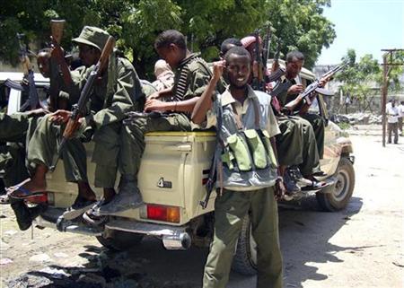Pro-government Somali militiamen hold weapons before patrolling Somalia's capital Mogadishu August 19, 2009. REUTERS/Omar Faruk