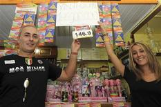 <p>Biffi Bar owner Giovannino Simonetti (L) and his niece Sara Orsi pose where a winning lottery ticket was sold in the Tuscan village of Bagnone August 23, 2009. REUTERS/Paolo Bona</p>