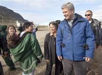 <p>Canada's Prime Minister Stephen Harper (R) meets with local Inuit along with the Premier of Nunavut Eva Aariak (C) after arriving in Pangnirtung, Nunavut in the Canadian Arctic August 20, 2009. REUTERS/Andy Clark</p>