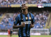 <p>O centro-avante camaronês Samuel Eto'o, do Inter de Milão, comemora seu gol contra o Bari em Milão nesta segunda-feira. REUTERS/Alessandro Garofalo</p>