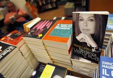 "<p>A copy of the book ""Tendenza Veronica"" (Veronica's Trend), a biography of Veronica Lario by journalist Maria Latella, is displayed at a book store in downtown Rome August 26, 2009. REUTERS/Alessandro Bianchi</p>"