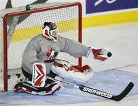 <p>Goalie Martin Brodeur of the New Jersey Devils makes a save during the White team's practice at Team Canada's Olympic hockey training camp in Calgary August 26, 2009.REUTERS/Todd Korol</p>