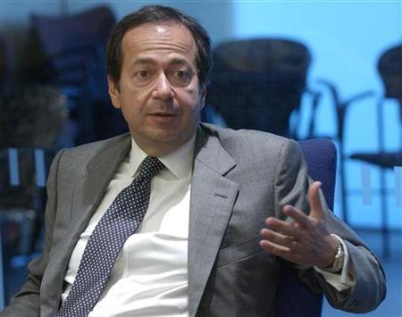 John Paulson, founder of New York-based hedge fund Paulson & Co., speaks at the Reuters Hedge Funds and Private Equity Summit in New York, September 7, 2005. REUTERS/Chip East