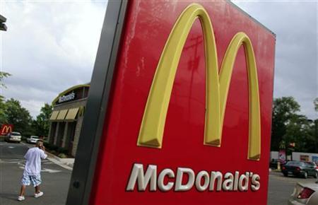 A man visits a McDonald's restaurant in Arlington,Virginia, July 23, 2009. REUTERS/Jim Young