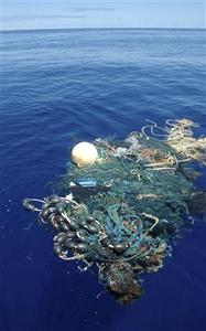 A ghost net floats in the Pacific Ocean, August 11, 2009. Ocean scientists recently back from a voyage to the ''Great Pacific Garbage Patch'' said on Thursday they had found plastic debris strewn across a 1,700-mile long stretch of open sea. REUTERS/J. Leichter/Scripps Institution of Oceanography/Handout