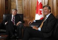 <p>Canada's Prime Minister Stephen Harper (L) looks at former Manitoba Premier Gary Doer during a meeting in Harper's office on Parliament Hill in Ottawa August 28, 2009. REUTERS/Chris Wattie</p>
