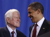 <p>Barack Obama con Ted Kennedy in una foto d'archivio. REUTERS</p>