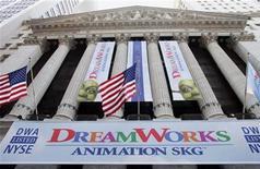 <p>Foto de archivo del logo de DreamWorks Animation SKG sobre el edificio de la Bolsa de Valores de Nueva York, 28 oct 2004. Las acciones de DreamWorks Animation SKG Inc saltaban más del 5 por ciento el lunes por especulaciones de que podría ser blanco de una adquisición, luego de que Walt Disney Co dijera que comprará Marvel Entertainment. REUTERS/Peter Morgan</p>