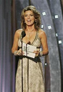 Singer Shania Twain presents the award for ''Entertainer of the Year'' during the 42nd Country Music Awards in Nashville, Tennessee November 12, 2008. REUTERS/Tami Chappell