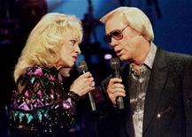 <p>Country singer George Jones, (R) pictured with the late Tammy Wynette at the Country Music Association Awards in Nashville in this October 4, 1995 file photo. REUTERS/Jeff Mitchell</p>