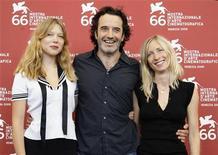<p>la regista Jessica Hausner (a destra) assieme all'attore Bruno Todeschini e a Lea Seydoux oggi al Lido. REUTERS/Tony Gentile</p>