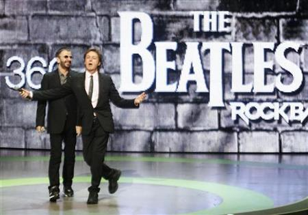 Musicians Ringo Starr (L) and Paul McCartney introduce the new video game ''The Beatles: Rock Band'' at the Microsoft XBox 360 E3 2009 media briefing in Los Angeles, June 1, 2009. REUTERS/Fred Prouser