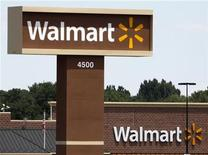 <p>A new Wal-Mart store shows off the company's new logo in Loveland, Colorado July 21, 2009. REUTERS/Rick Wilking</p>
