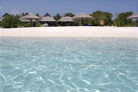 General view of a beach at Olhuveli island in Maldives February 15, 2009 . REUTERS/Charles Platiau