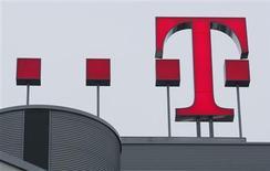 <p>France Télécom et son concurrent Deutsche Telekom vont fusionner leurs filiales au Royaume-Uni pour former une coentreprise détenue à 50/50. /Photo d'archives/REUTERS/Ina Fassbender</p>