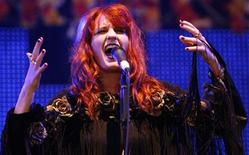 <p>British singer Florence Welch of Florence and the Machine perfroms at the Glastonbury Festival 2009 in south west England June 27, 2009. REUTERS/Luke MacGregor</p>