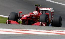 <p>Ferrari está prestes a fechar parceria com Santander. REUTERS/Thierry Roge</p>