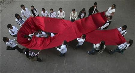 College students take part in a HIV/AIDS awareness campaign in the northern Indian city of Chandigarh November 27, 2008. REUTERS/Ajay Verma