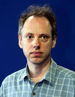 American director Todd Solondz poses for photographers during a photo call for his film 'Palindromes' screened out of competition at the American Film Festival of Deauville September 11, 2004. REUTERS/Vincent Kessler