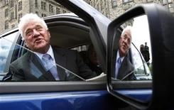 <p>Magna International Inc. Chairman Frank Stronach gets in the passenger seat of a Ford battery electric vehicle (BEV), which is being developed in partnership with Magna, during a news conference in Ottawa June 2, 2009. REUTERS/Chris Wattie</p>